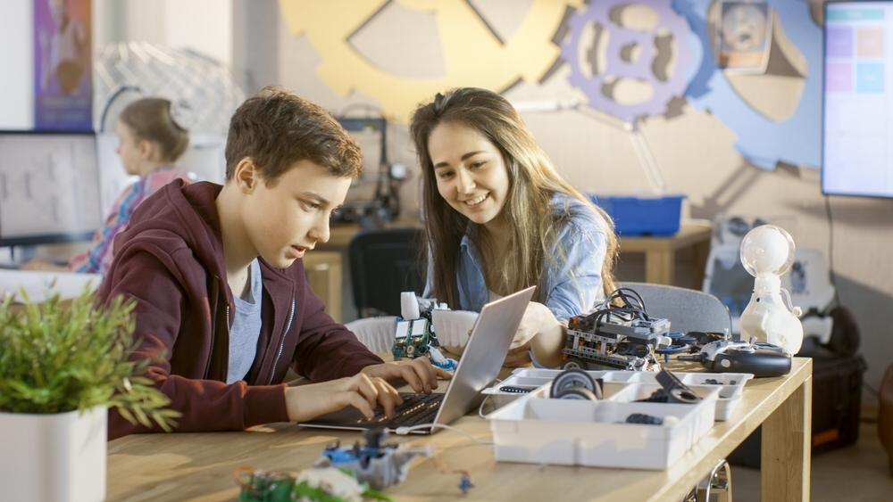 Na vybraných středních školách si brzy žáci zkusí robotiku